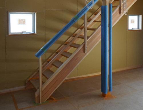スケルトンのリビング階段